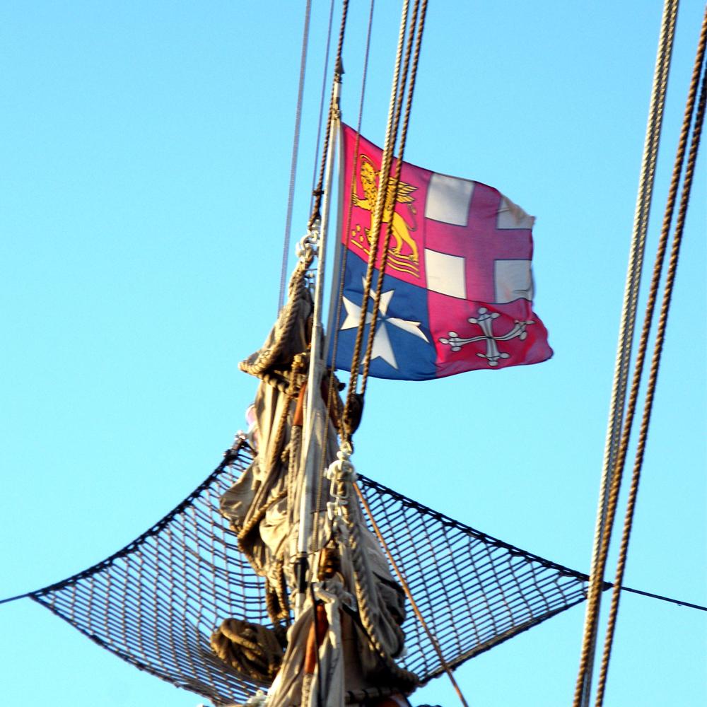 bandiera di Bompresso versione valida fino al 2012 issata dalla nave Scuola della Marina Militare Italiana Amerigo Vespucci