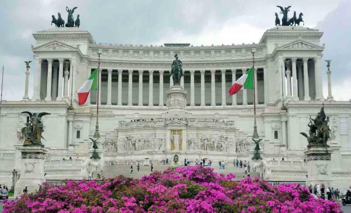 bandiere italiane all'Altare della Patria
