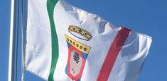 La bandiera della Puglia al pennone