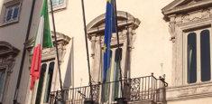 Bandiera Italiana ed Europea al Parlamento Italiano