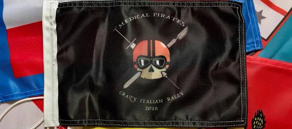 Bandiera personalizzata di Medical Pirates, una associazione senza scopo di lucro.
