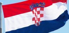Bandiera croata issata da pennone