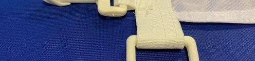 Moschettoni in abs lato sinistro e gancio per contrappeso in angolo (no asola superiore)